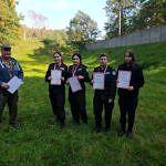 Młodzież nagrodzona z dyplomami
