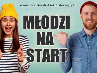 Napis młodzi na start młoda kobieta w żółtej czapce i młody mężczyzna z entuzjazmem na twarzach