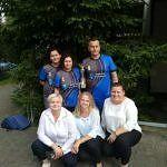 Członkowie wolskiej drużyny z paniami z KGW